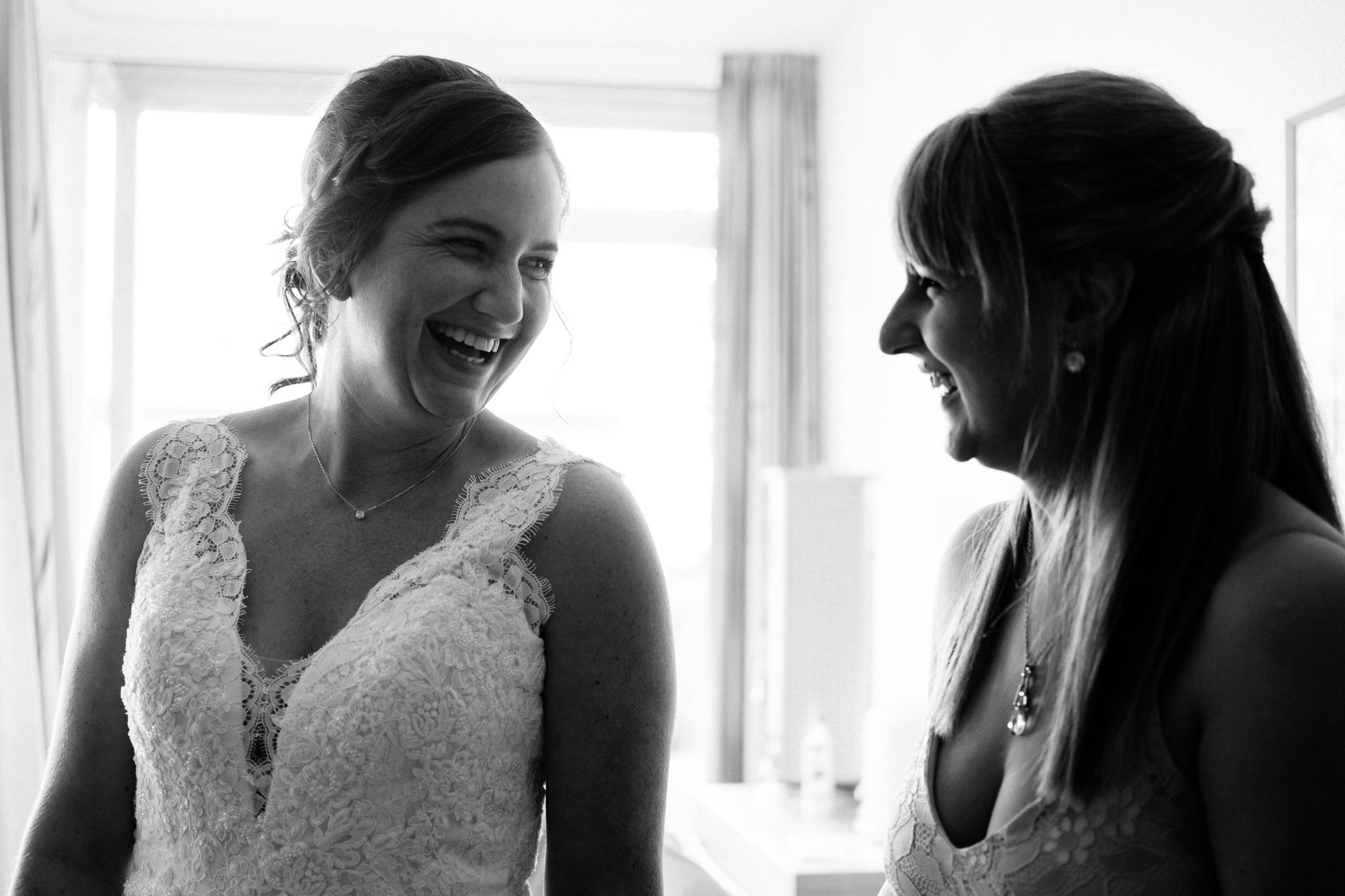 Braut und Trauzeugin Vorbereitungen